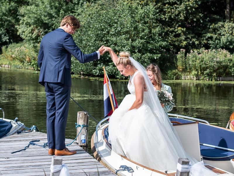 Trouwen met de boot naar trouwlocatie